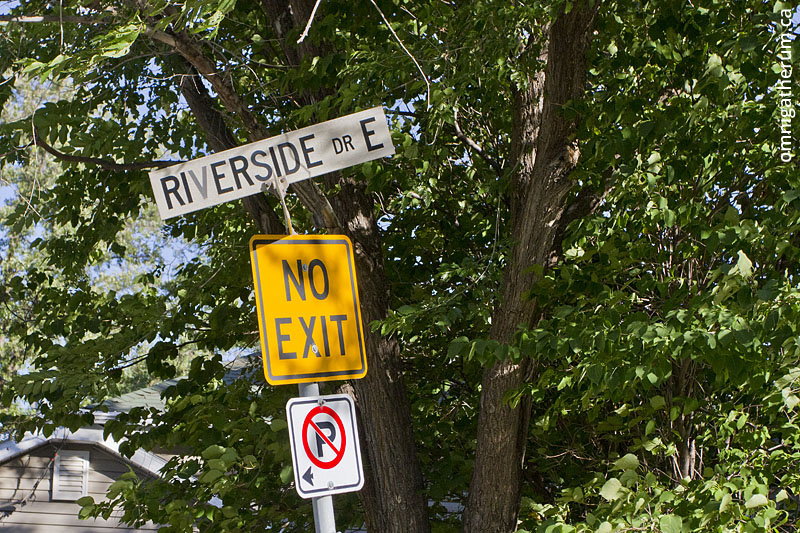 Riverside Drive East, the shortest street in Winnipeg.